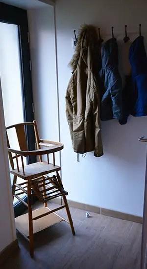 Où dormir sur la Côte d'opale ?Optez pour un gîte de charme au Clos Saint Pierre. chaise haute penderie enfant, gite de charme au clos de saint pierre