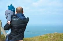 Côte d'Opale, papa montrant à son enfant la mer, Côte d'Opale