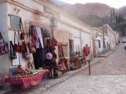 rue de salsa avec des chope de sac et vêtement en argentine