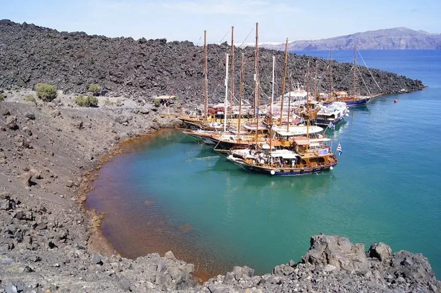 port au bas du volcan santorin, île de Santorin