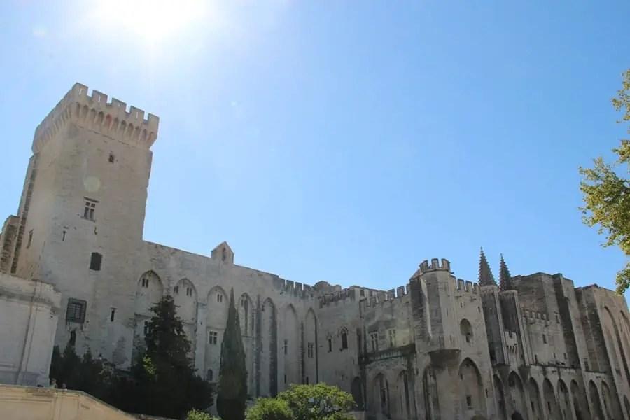 Vue sur la ville d'Avignon, voyage en famille, vacances en Provence avec un bébé de 12 mois