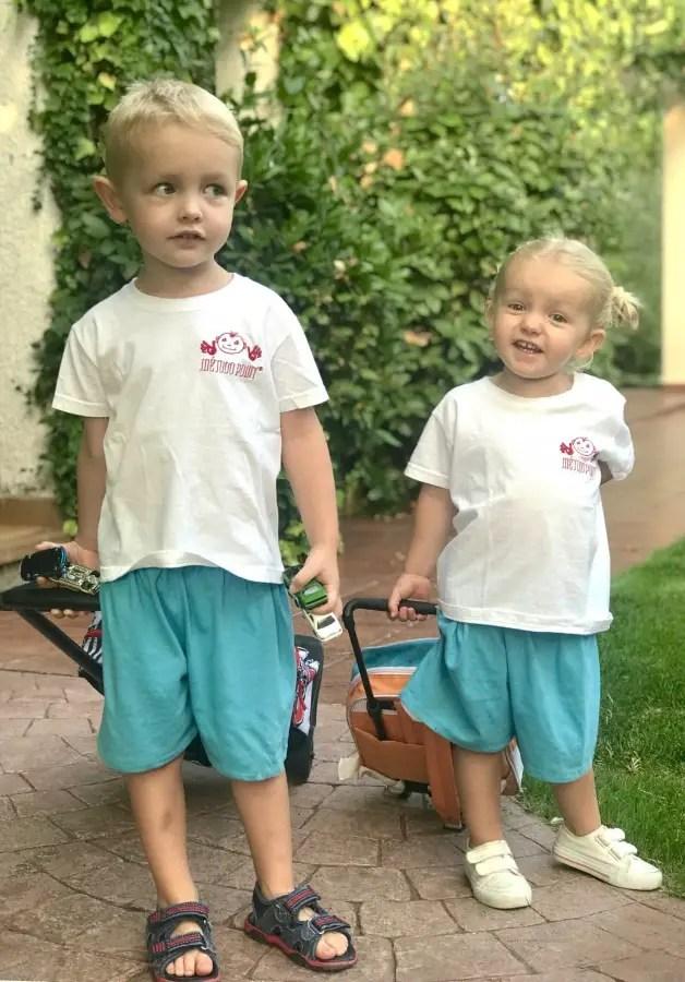 rentrée scolaire en Espagne, enfants en uniformes