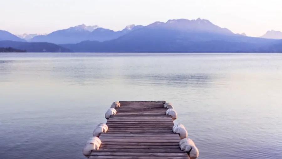 hébergement annecy - ponton donnant sur le lac