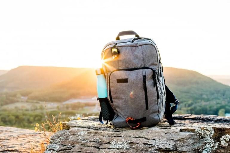 choix du sac à dos Comment voyager léger avec des enfants ? mes astuces pour optimiser vos bagages !