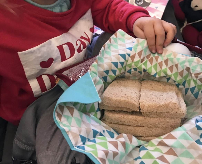 voyager seule avec son enfant faire ses sandwichs pour l'avion