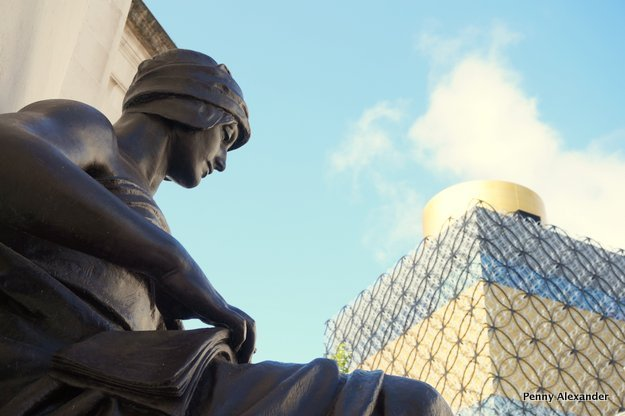 birmingham-library-and-statue