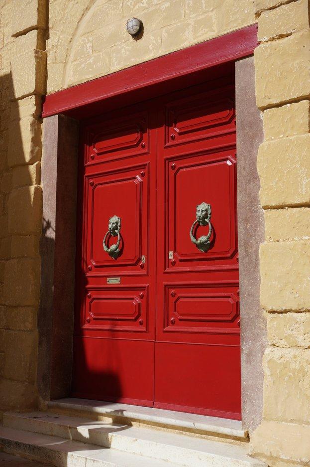 red-doorway-lion-knockers-mdina-malta