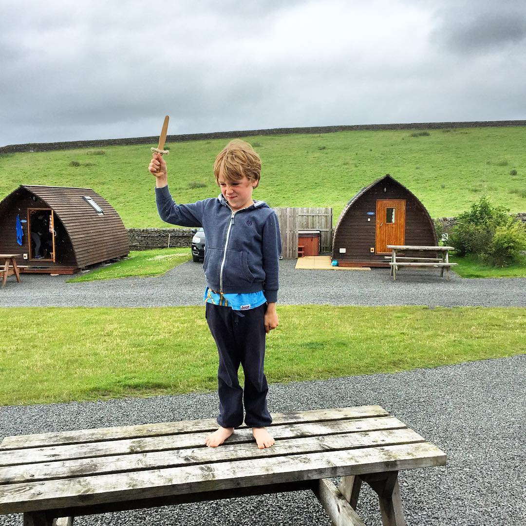 After an exciting day exploring Roman sites and Hadrian's Wall we're retiring to our WigWam on Herding Hill Farm Camp site which has a fabulous mix of Wigwam cabins, Tipis and Belle Tents, and also delivers pizza by golf buggy to your door! We're all a bit tired now, so we're making up our beds and snuggling up #OMGB @visitengland @visitnorthumberland