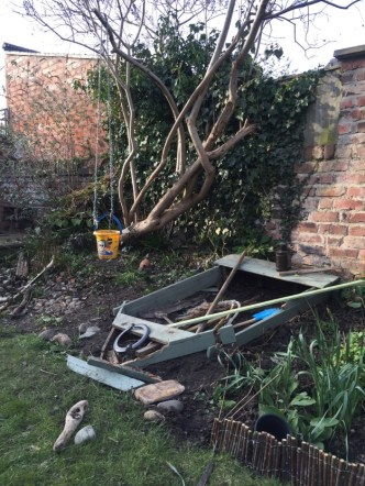 Things-to-play-with-in-the-garden-1-1