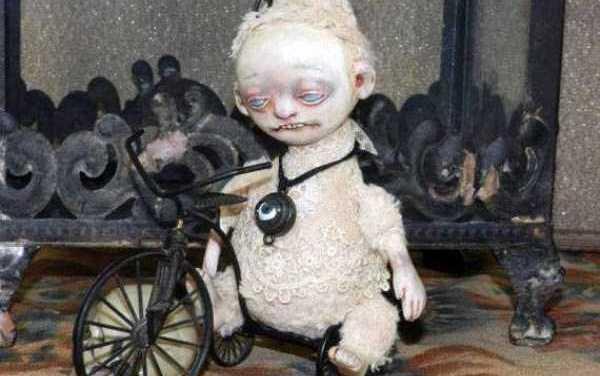 Paolo era molto triste. Era l'unico della sua compagnia ad avere una bici senza le marce