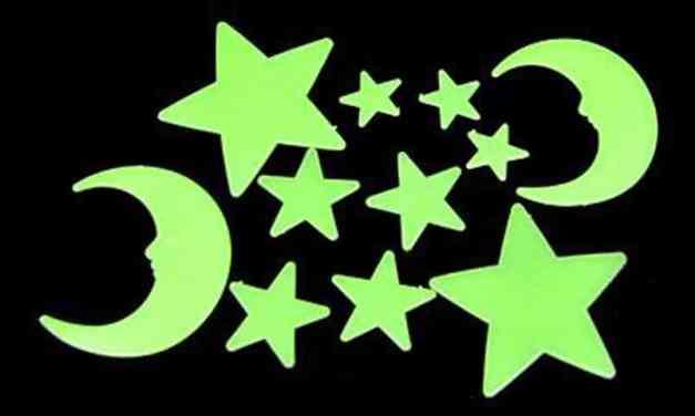 Gli oggetti fosforescenti smettono di brillare quando qualcuno accende la luce?