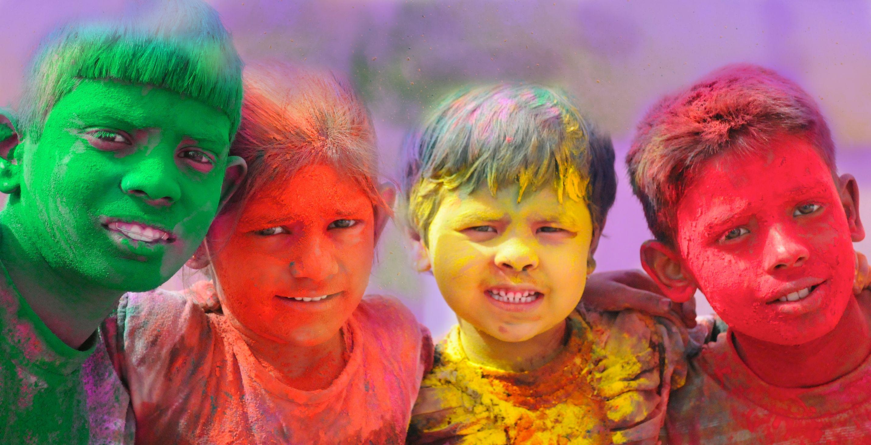 Holi-celebrations-Group-of-kids-playing-Holi-in-India