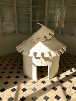 Laure Tixier, Plaid House (Hutte), 2008 © Isabelle Henricot