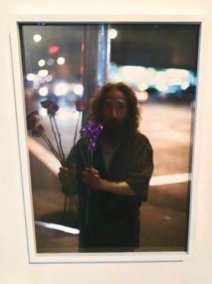 Paul Graham, Homme vendant des fleurs, 2005