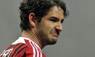 Abattu, Pato ne pense pas au PSG