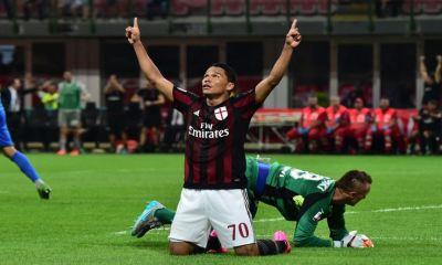 """Carlos Bacca avoue qu'il """"y a des clubs intéressés, mais sa priorité est """"de rester au Milan AC"""""""