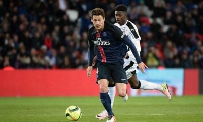 """Mercato - Le PSG """"regarde toujours pour un joueur offensif"""", Stambouli doit décider, selon Mohamed Bouhafsi"""