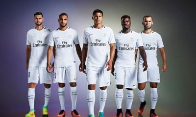 Le PSG officialise son maillot third, blanc avec quelques traits noirs