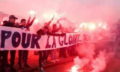 Classico - Le Collectif Ultras Paris a offert un très bel accueil aux joueurs du PSG lors de l'arrivée au Bourget