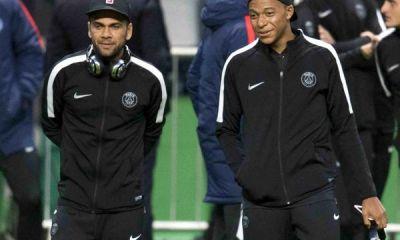 """Dani Alves """"Mbappé me fait penser à Thierry Henry...c'est un très grand joueur"""""""