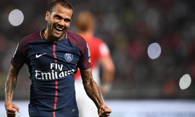 Dani Alves est désormais le joueur le plus titré de l'histoire du football