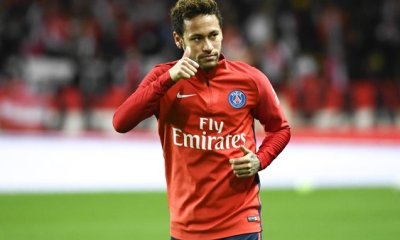 Neymar s'amuse du Neymar Challenge sur les réseaux sociaux
