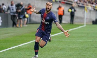 Dani Alves laisse traîner sa prolongation au PSG et pourrait écouter d'autres offres, selon Le Parisien