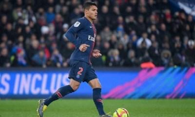Thiago Silva pense à prolonger au PSG et pourrait continuer sans être capitaine, selon Le Parisien