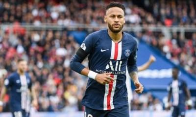 Le PSG et Neymar attendent pour relancer la discussion pour une prolongation de contrat, assure L'Equipe