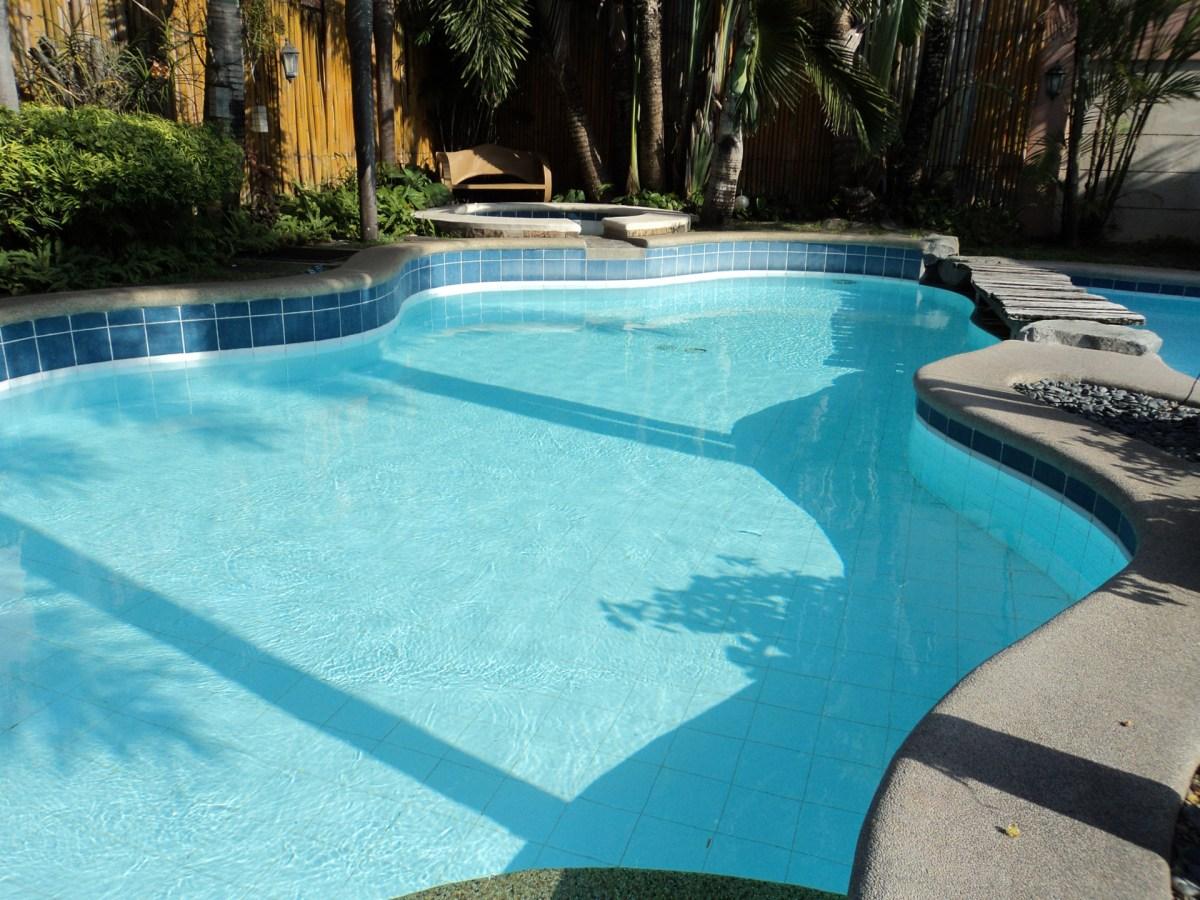 floor tiled swimming pool