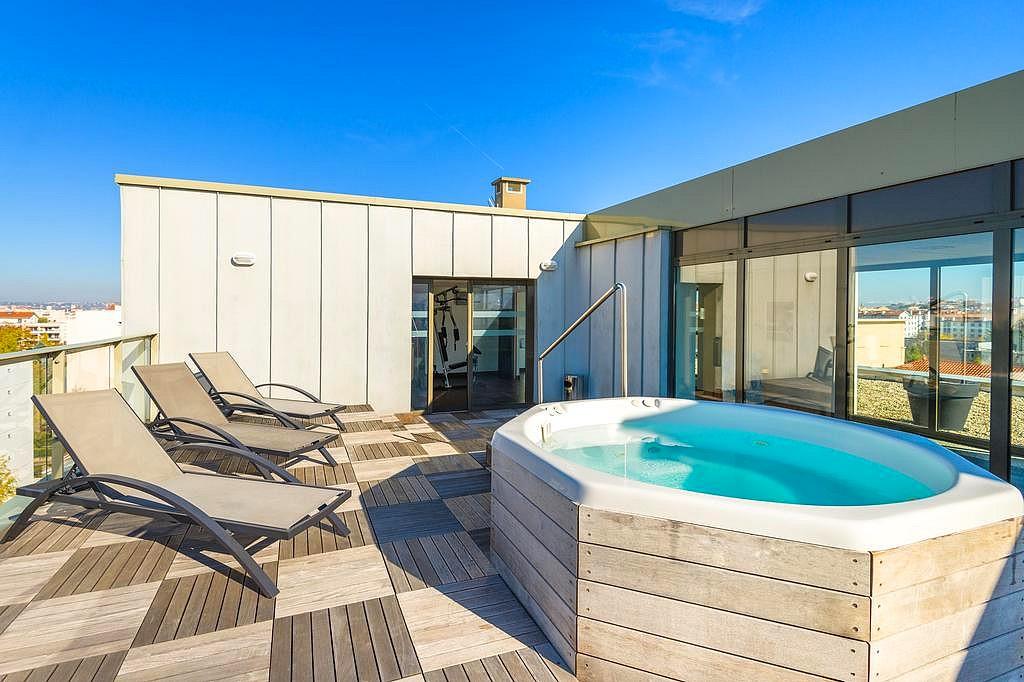 Chambre D Hotel Avec Spa Jacuzzi Privatif A Lyon