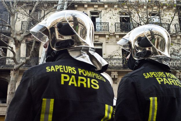 record du monde de tractions pour un pompier de paris parisvox. Black Bedroom Furniture Sets. Home Design Ideas