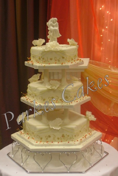 This Is A 3 Tier Square Cake That Has A Grid Pattern On 3