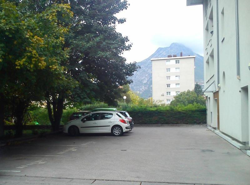 location parking grenoble
