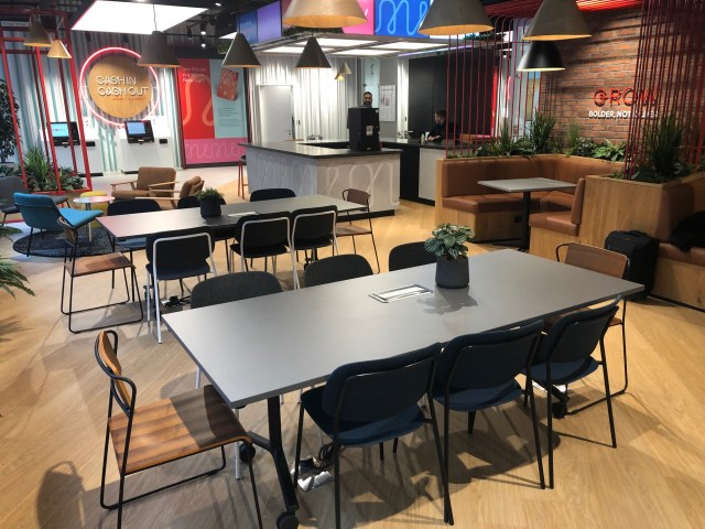meeting booth, meeting tables, chairs, armchairs, plants, biophilia, collaboration space