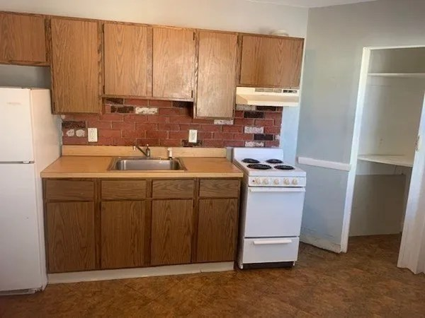 5 Aldrich – Unit 2R-  kitchen
