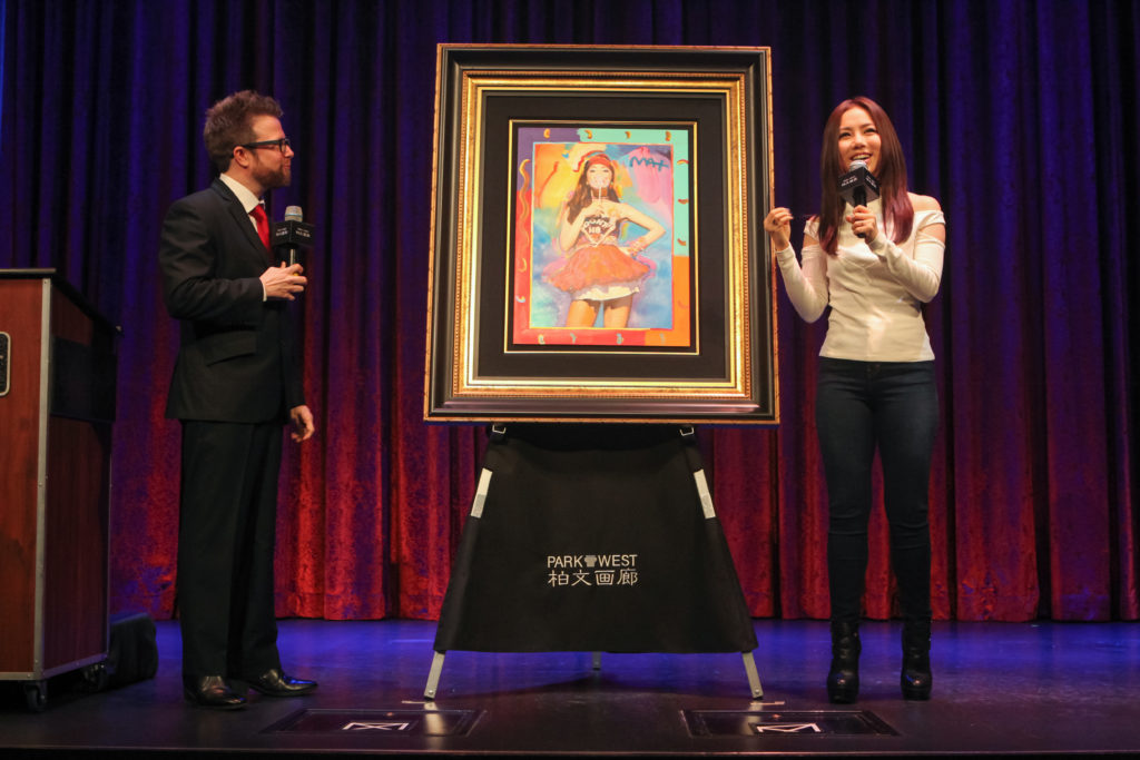 Park West Gallery Vice President of Sales Stoney Goldstein unveils Peter Max painting with G.E.M.
