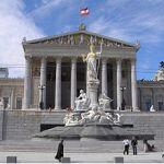 320px-Austria_Parlament_Front-Ausschnitt