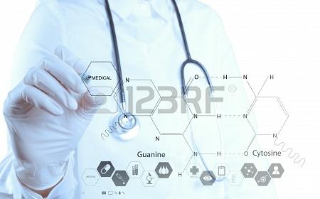 18988796-medecin-pharmacie-main-formules-chimiques-de-dessin-a-bord-virtuel.jpg
