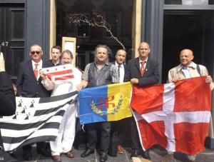 Avec la Savoie, la Kabylie et le sénateur Paul Strauss de Washington DC (drapeau bandes et étoiles rouges)