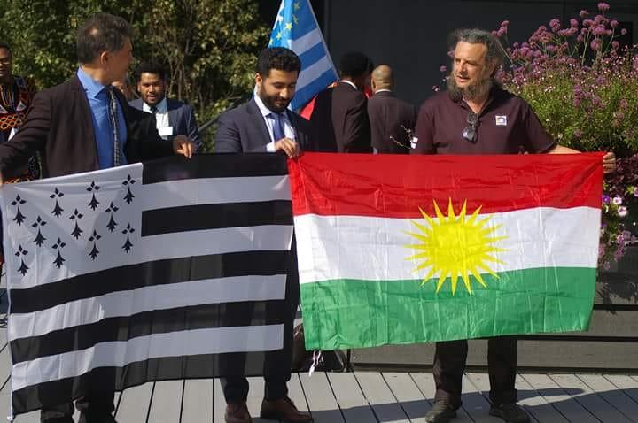 Echange de Drapeau avec le Kurdistan