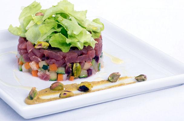 Tartare-di-tonno-con-panzanella-ai-pistacchi-parliamo-di-cucina