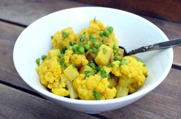 cavolfiore-con-patate-e-piselli-ricetta-parliamo-di-cucina