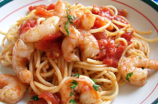 Spaghetti-al-pomodoro-con-i-gamberi-ricetta-parliamo-di-cucina