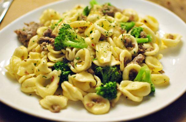 Orecchiette-con-salsiccia-e-broccoli-ricetta-parliamo-di-cucina