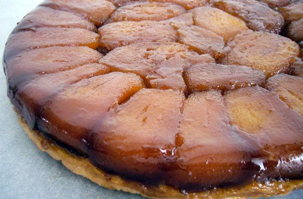 Tarte Tatin di mele (torta rovesciata) - La Tarte Tatin è uno dei dolci più noti della cucina francese. La torta è stata creata dalle sorelle Tatin.