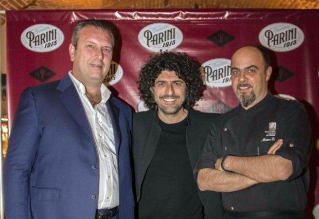Da sinistra Giuseppe Ferri di Compagnia della Ristorazione, GioPagani e lo chef Marco Parizzi