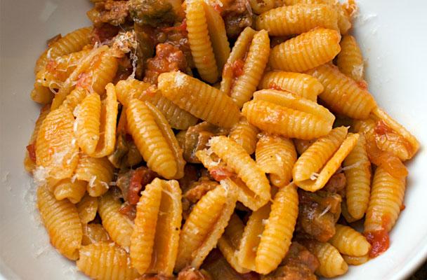 Gnocchetti-sardi-al-ragù-(malloreddus)-ricetta-parliamo-di-cucina