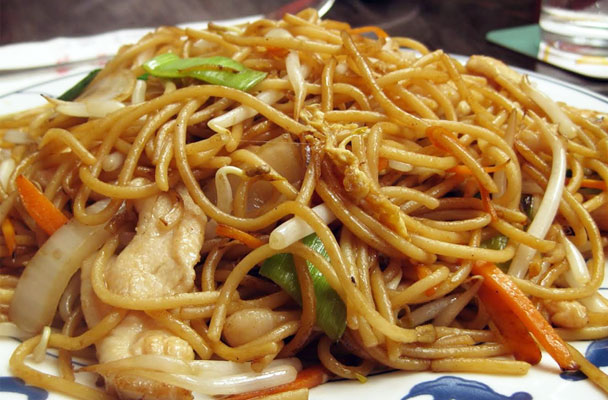 Bami-goreng-(noodles-all'indonesiana)-ricetta-parliamo-di-cucina