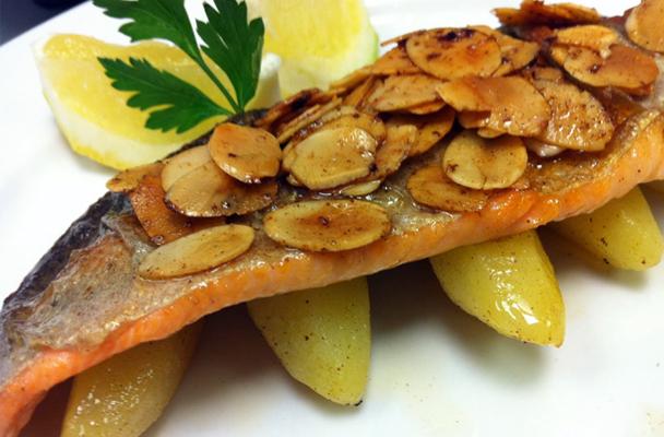 Filetti-di-trota-alle-mandorle-ricetta-parliamo-di-cucina